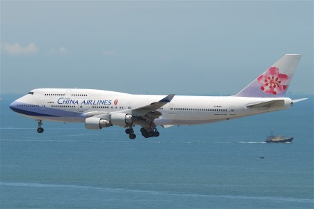 China Airlines Boeing 747-400; B-18206@HKG;04.08.2011 615fu (6207274297)