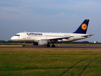 D-AILP Lufthansa Airbus A319-114 - cn 717 taxiing 22July2013 pic-002