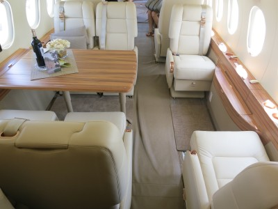 Dassault Falcon 2000 LX cabin seats and table