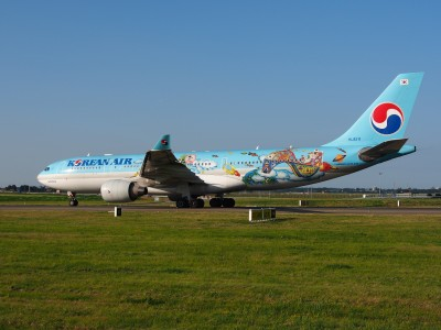 HL8211 Korean Air Lines Airbus A330-223 - cn 1133 taxiing 18july2013 pic-012