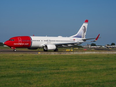 LN-DYW Norwegian Air Shuttle Boeing 737-8JP(WL) - cn 39010 taxiing 18july2013 pic-002
