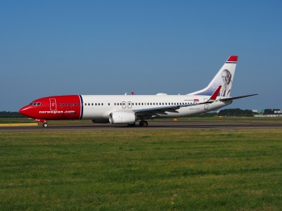 LN-DYW Norwegian Air Shuttle Boeing 737-8JP(WL) - cn 39010 taxiing 18july2013 pic-004