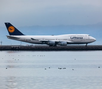 Lufthansa 747 taxing at SFO (7547578656) (2)