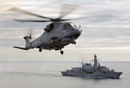 Merlin helicopter hovers over HMS Sutherland MOD 45147560
