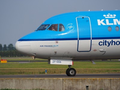 PH-KZF KLM Cityhopper Fokker F70 - cn 11577 taxiing, 25august2013 pic-3