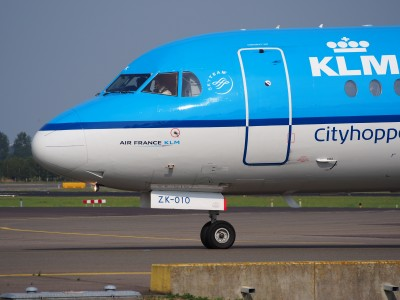PH-KZK KLM Cityhopper Fokker F70 - cn 11581 taxiing, 25august2013 pic-2