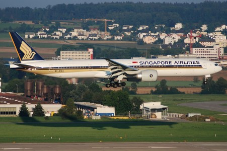 Singapore Airlines Boeing 777-300, 9V-SWA@ZRH,05.08.2007-485dq - Flickr - Aero Icarus