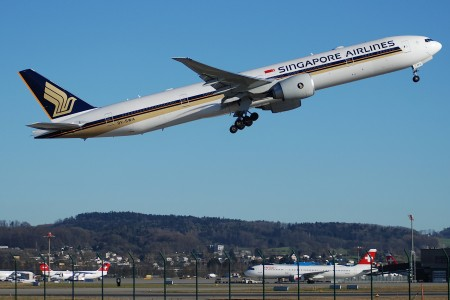 Singapore Airlines Boeing 777-300, 9V-SWA@ZRH,13.01.2007-446hf - Flickr - Aero Icarus