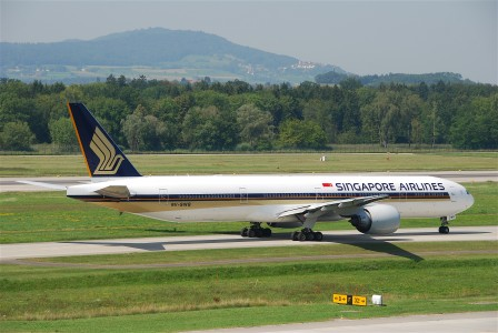 Singapore Airlines Boeing 777-300; 9V-SWB@ZRH;20.08.2009 551dh (4327255173)