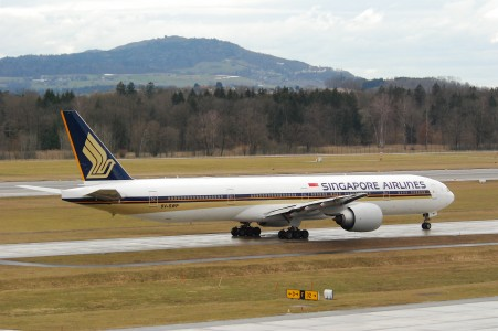 Singapore Airlines Boeing 777-300ER; 9V-SWP@ZRH;28.02.2010 565ch (4395865958)