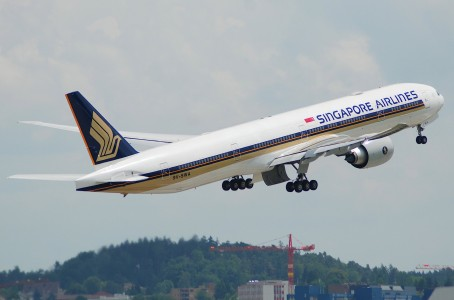 Singapore Airlines Boeing 777-312ER, 9V-SWA@ZRH,09.06.2007-472ir - Flickr - Aero Icarus