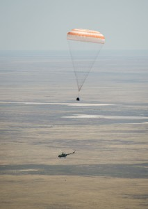Soyuz TMA-03M capsule descends past helicopter (201207010008HQ)