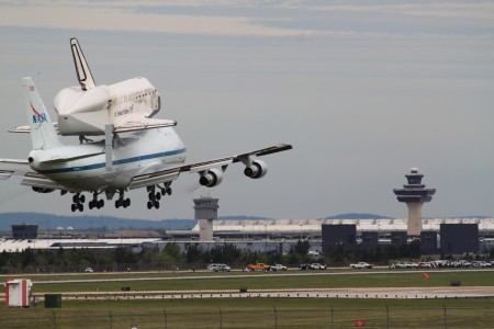 Space Shuttle Discovery landing at Dulles