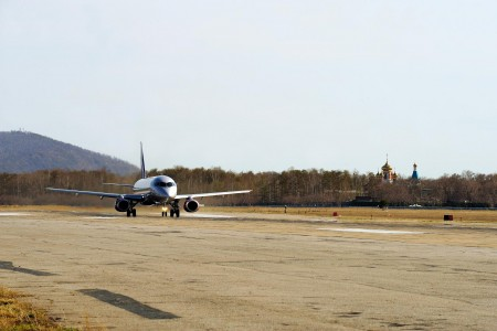 Taxiing with a church behind (6082496652) (2)