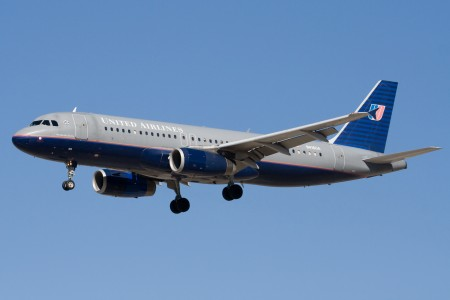United Airlines Airbus A320 (N416UA) landing at San Jose International Airport