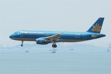 Vietnam Airlines Airbus A320-214; VN-A303@HKG;04.08.2011 615of (6207927274)