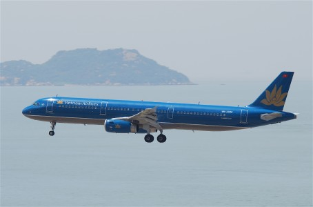 Vietnam Airlines Airbus A321-231; VN-A322@HKG;31.07.2011 614mq (6053229536)