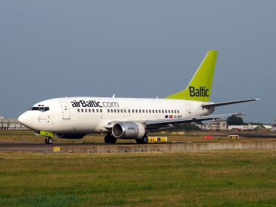 YL-BBD Air Baltic Boeing 737-53S - cn 29075, taxiing 22july2013 pic-002
