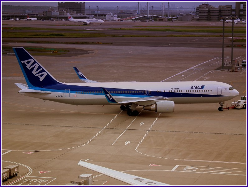 ALL NIPPON AIRWAYS BOEING 767-300 AT HANEDA AIRPORT TOKYO JAPAN JUNE 2012 (7415801800)