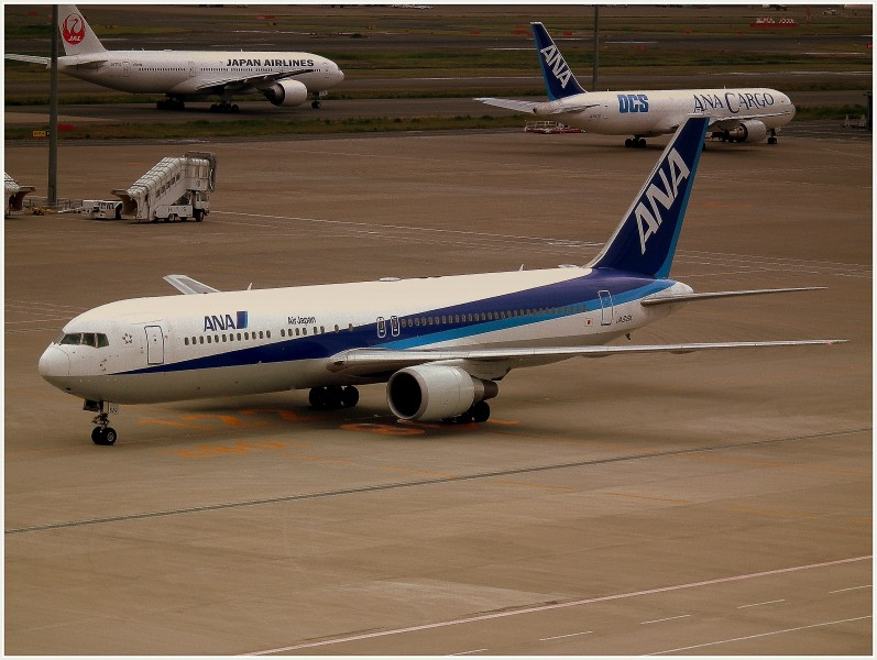 ALL NIPPON AIRWAYS BOEING 767-300 TOKYO HANEDA AIRPORT JAPAN JUNE 2012 (7519243278)