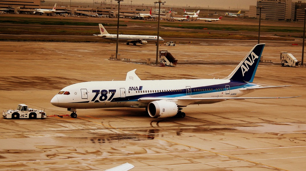 ALL NIPPON AIRWAYS BOEING 787-800 DREAMLINER AT TOKYO HANEDA AIRPORT JUNE 2012 (7519224950)