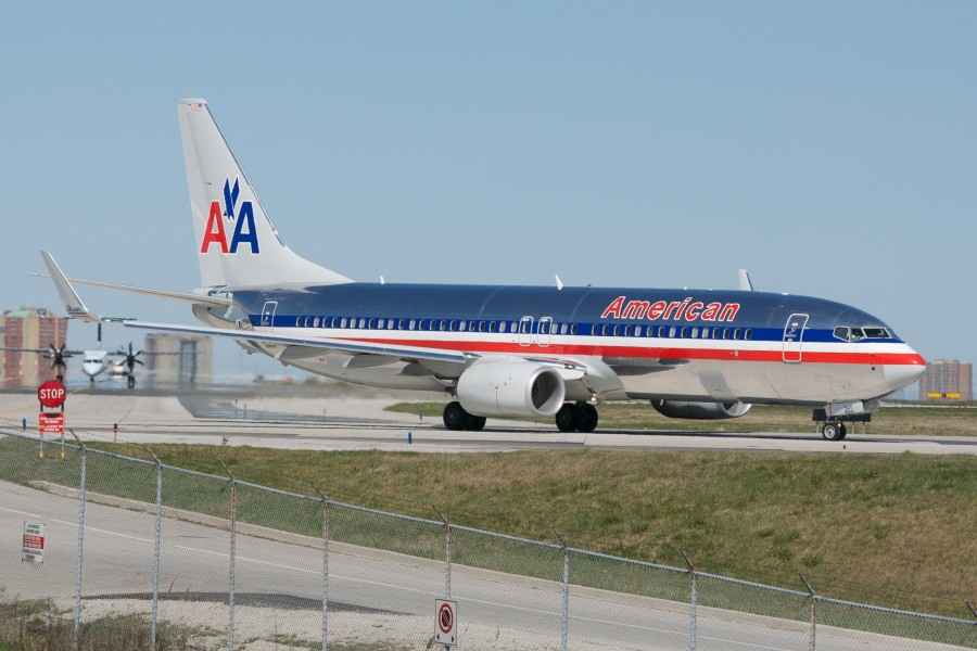 American Airlines Boeing 737-800 (W) (7055256265)