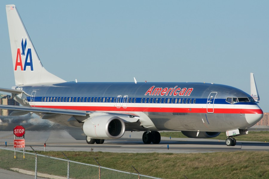 American Airlines Boeing 737-800(W) (7055263311) (2)
