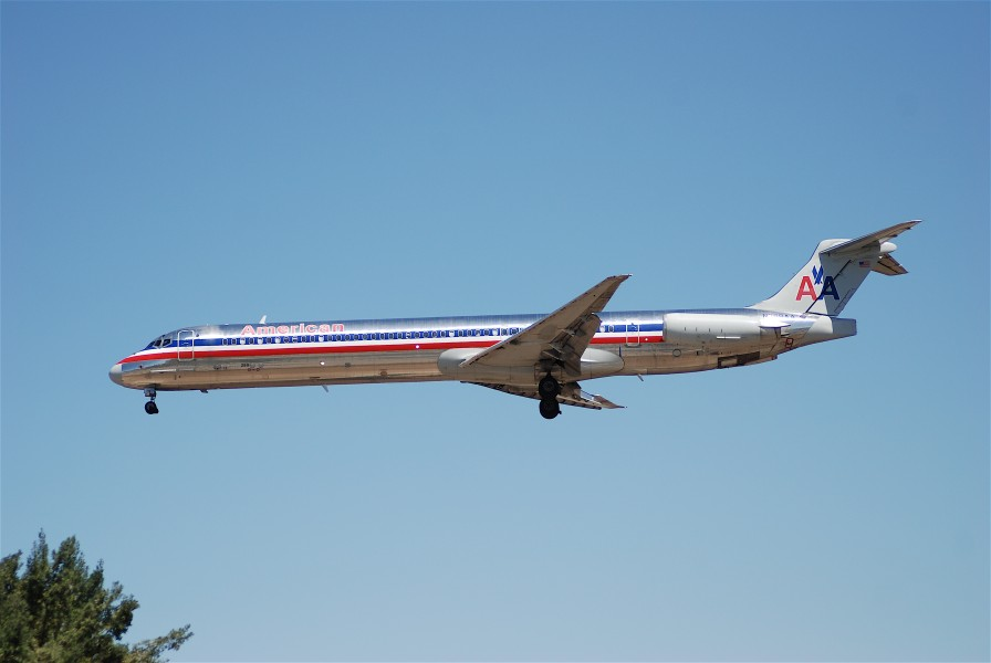 American Airlines MD-80; N289AA@LAX@18.04.2007 463iz (4270331571)