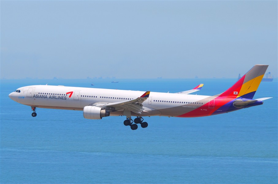 Asiana Airlines Airbus A330-300; HL7754@HKG;04.08.2011 615gm (6207285099)