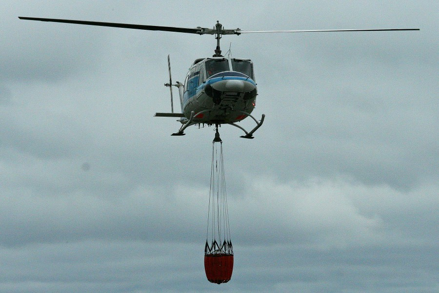 Bell 212 SE-JJL and water bucket! (8365749508)