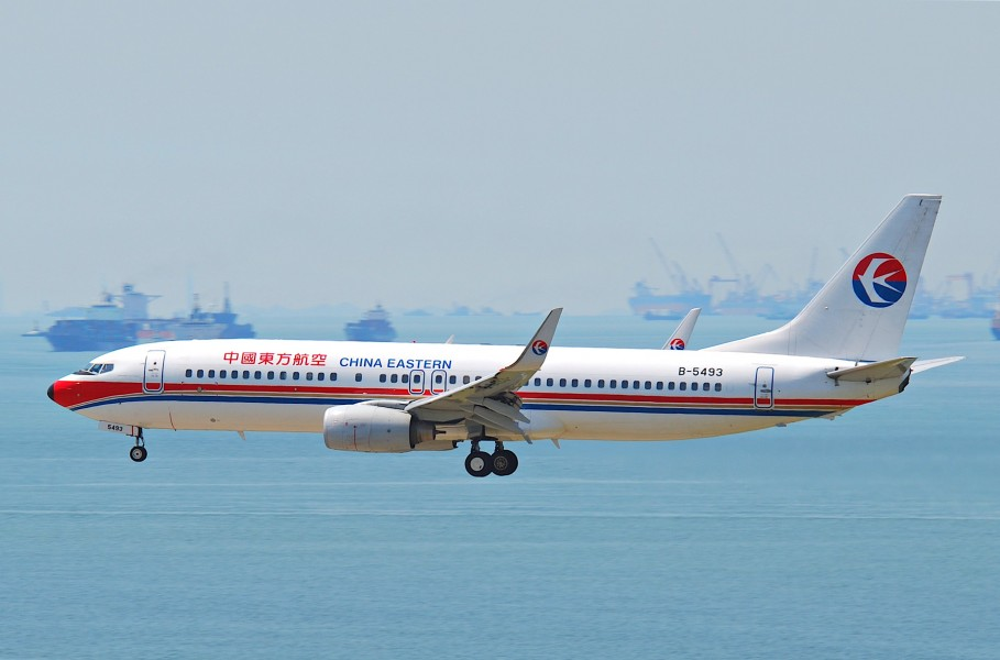 China Eastern Airlines Boeing 737-800; B-5493@HKG;04.08.2011 615rm (6207496947)
