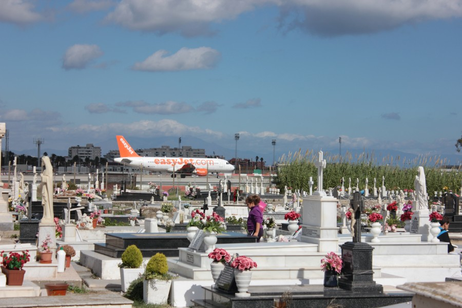 EasyJet A319 taxis to runway at Gibraltar (2)