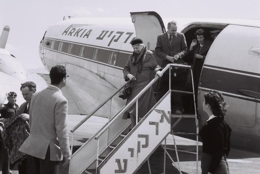 Eleanor Rosevelt arriving to Eilat on Arkia 1959