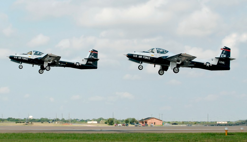 EN-Cessna-T-37-Tweet-good-by