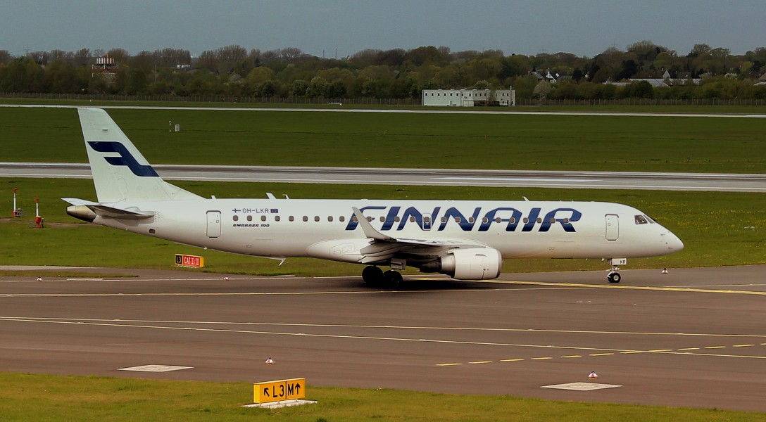 FINNAIR E-JET190 OH-LKR TAXING OUT AT DUSSELDORF FLUGHAFEN GERMANY APRIL 2013 (8717228314)