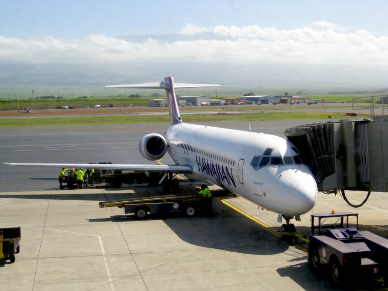 Hawaiian Airlines.Boeing 717-200.OGG.2009