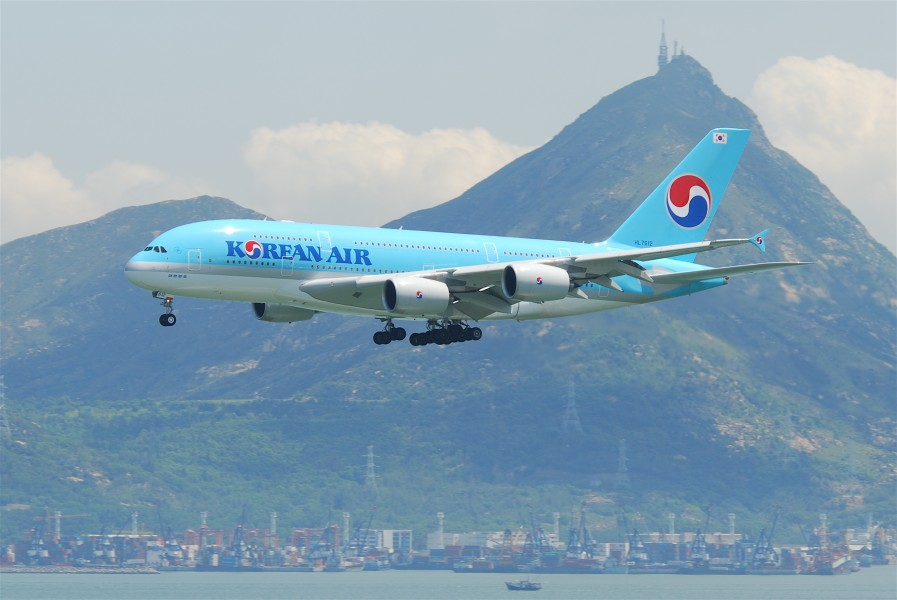 Korean Air Airbus A380-861; HL7612@HKG;04.08.2011 615dl (6207230581)