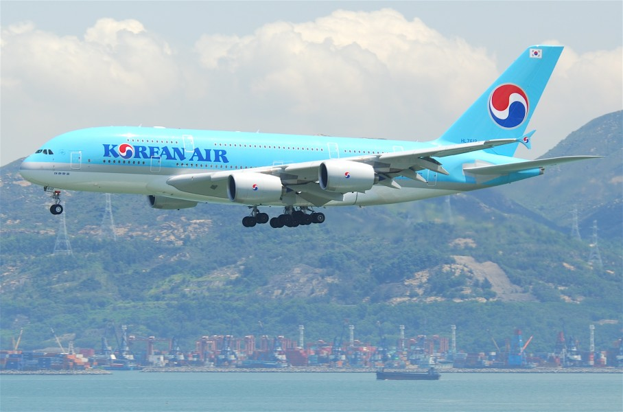 Korean Air Airbus A380-861; HL7612@HKG;04.08.2011 615dm (6207230875)