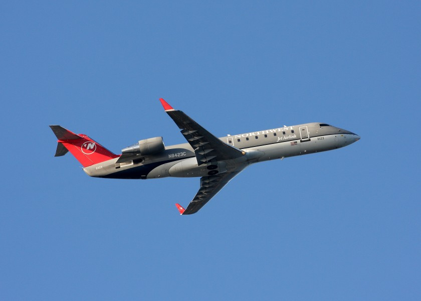 Northwest N8423C CRJ200