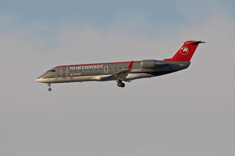 Northwest N8587E CRJ200