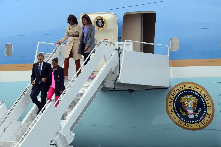 Obama family arrives in Northern Ireland
