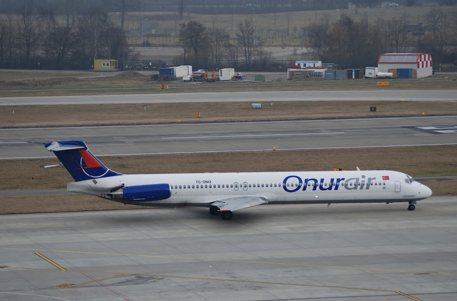 Onur Air MD-88, TC-ONO@ZRH,26.01.2008-494cm - Flickr - Aero Icarus