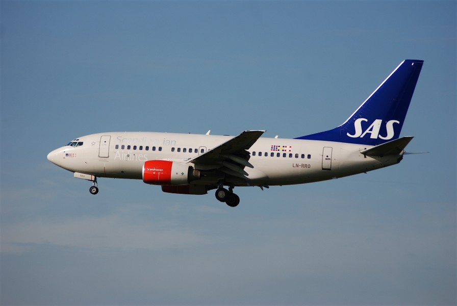 Scandinavian Airlines Boeing 737-600, LN-RRO@ZRH,22.08.2008-527ce - Flickr - Aero Icarus