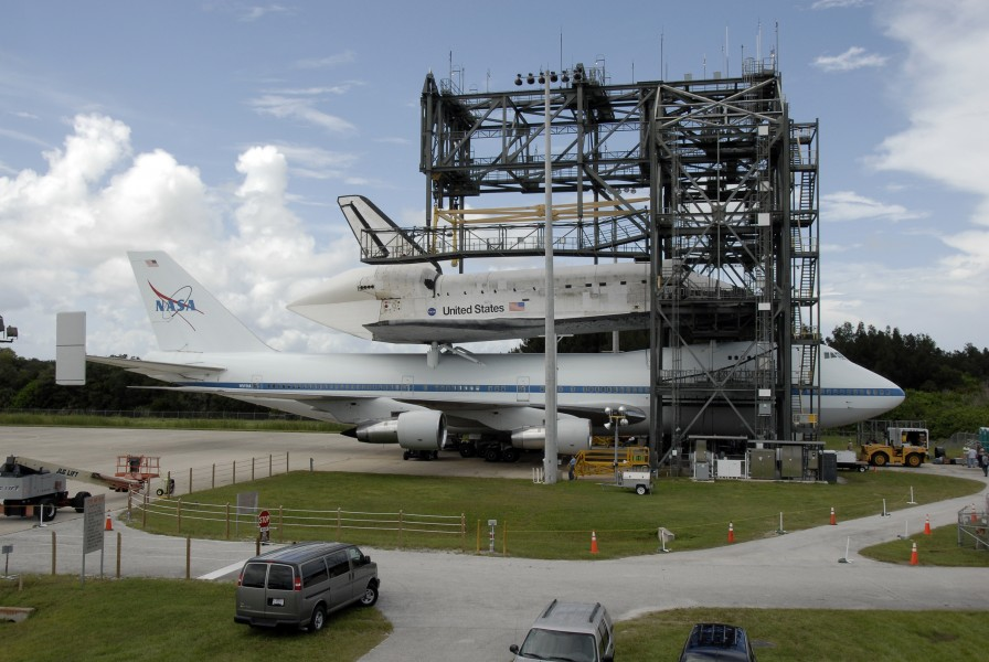 STS-128 Return to KSC 14
