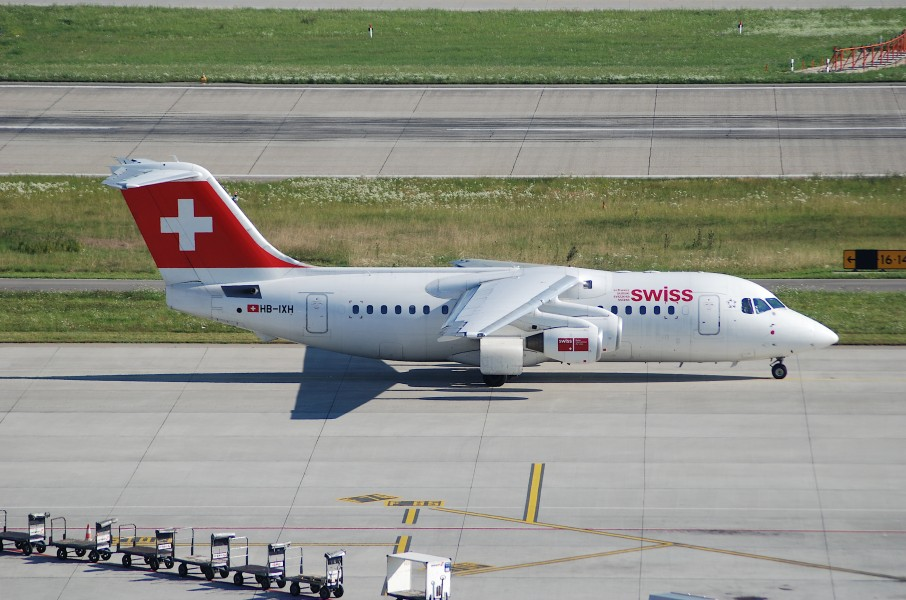 Swiss Avro RJ 85, HB-IXH@ZRH,05.08.2007-485ft - Flickr - Aero Icarus