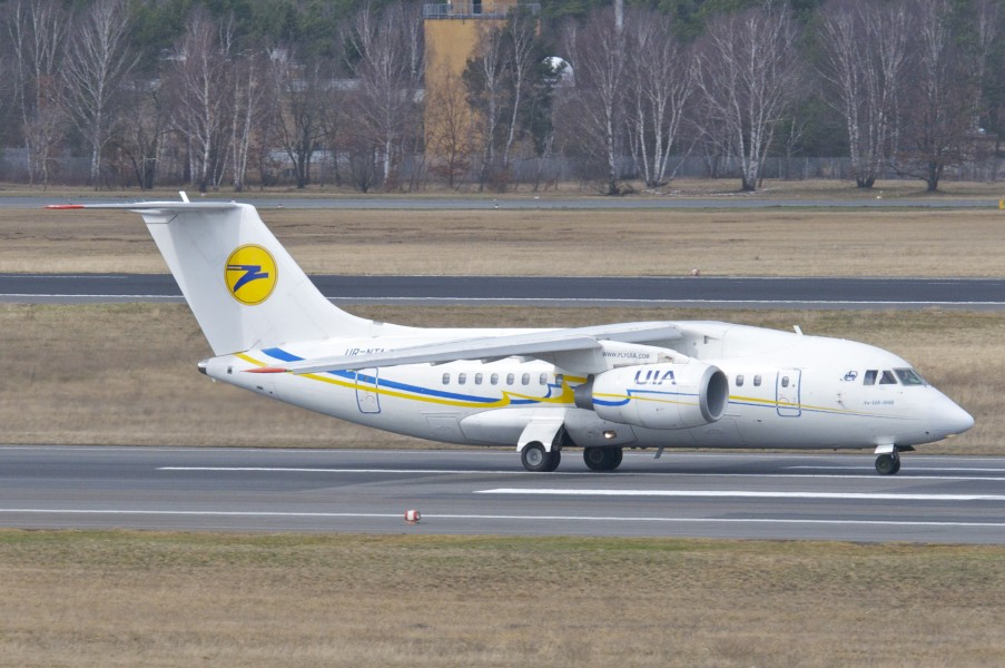 Ukraine International Airlines Antonov 148-100B; UR-NTA@TXL;14.04.2013 704cl (8664849279)
