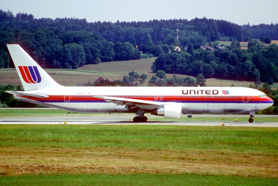 United Airlines Boeing 767-322ER; N650UA@ZRH, August 1994 (6161841923)
