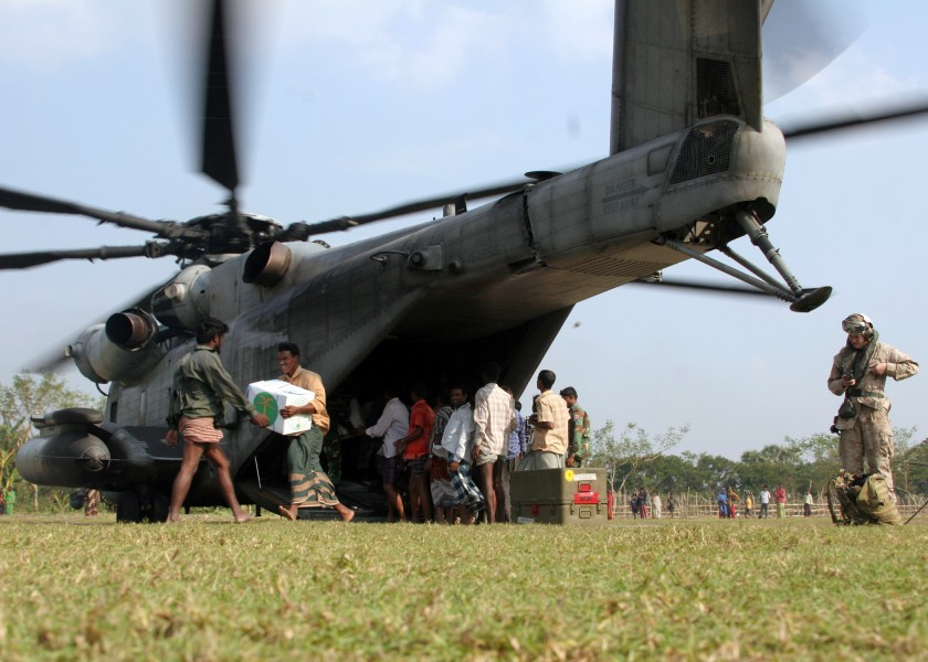 US Navy 071201-M-3095K-140 angladeshi locals off-load food and supplies from a CH-53E Super Stallion