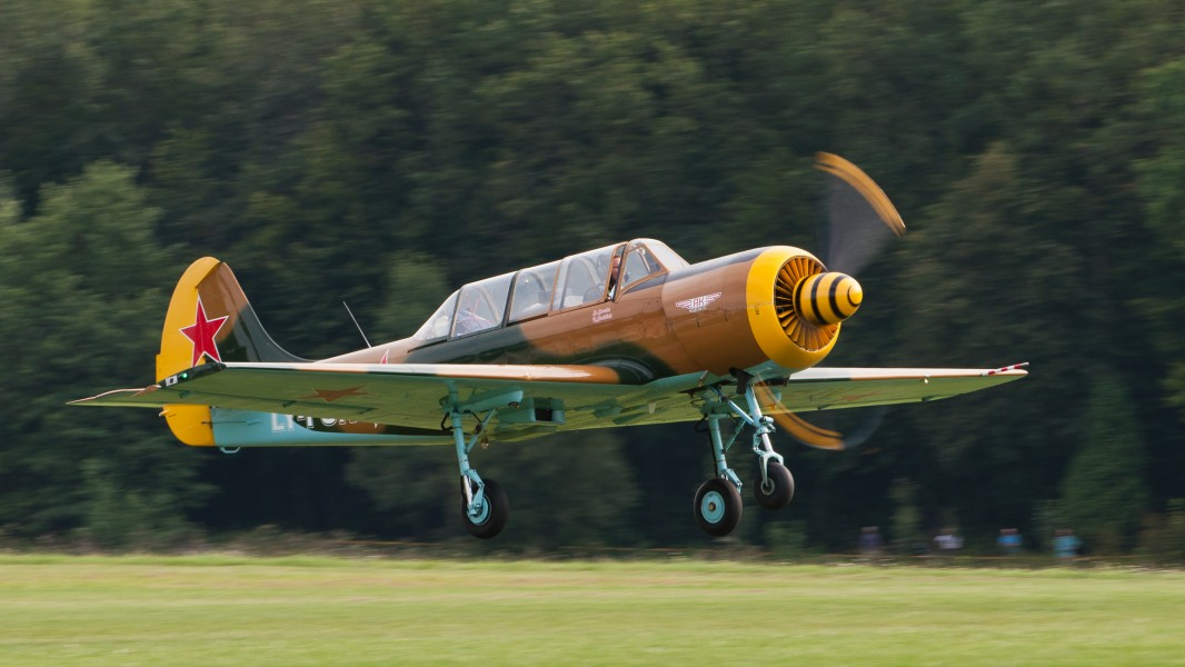 Yak 52 LY-FUN OTT 2013 03