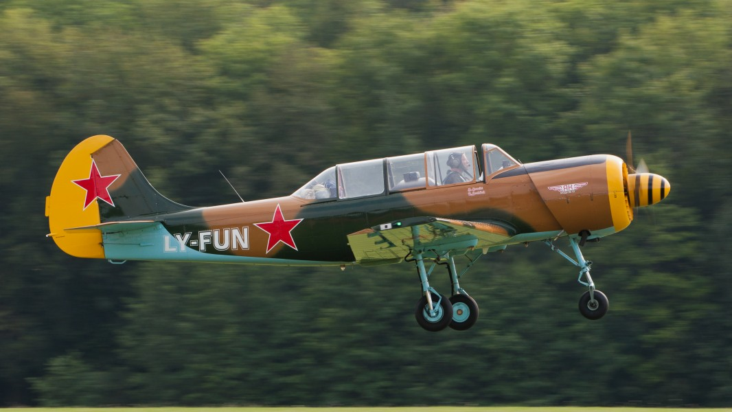 Yak 52 LY-FUN OTT 2013 04